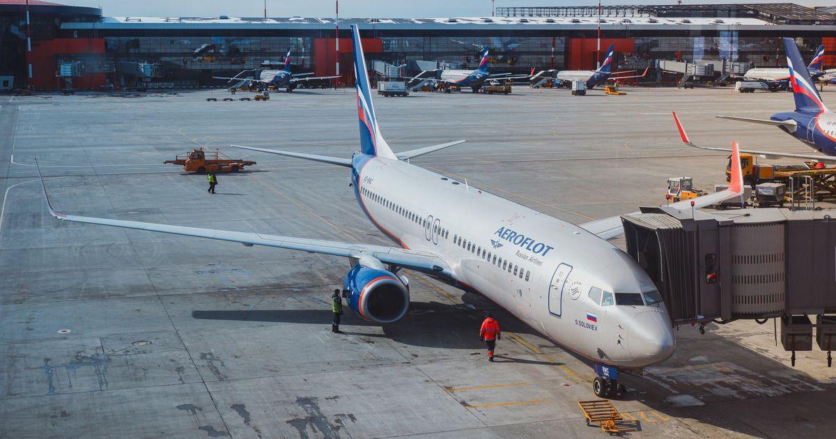 Фото Самолет с пассажирами на борту протаранил трап в Шереметьево