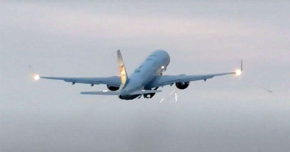 Фото Опубликовано видео столкновения самолета Майка Пенса с птицами
