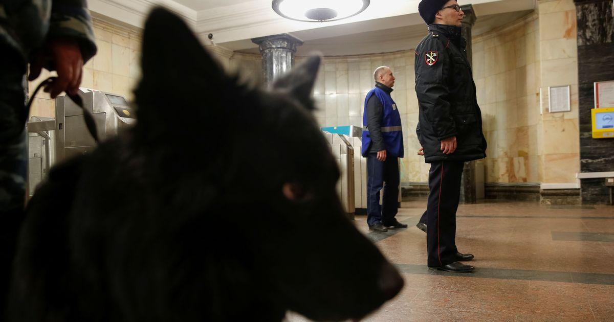 Фото В московском метро стали останавливать людей без масок