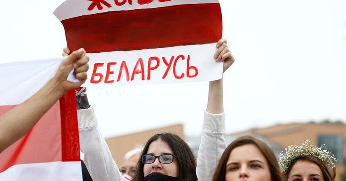 Фото В Минске сообщают о стягивании военных грузовиков и спецтехники в центр города