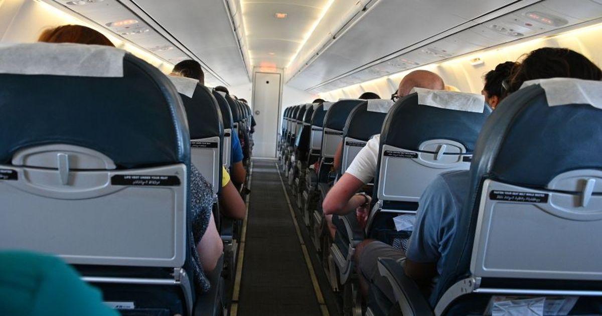 Фото Над Петербургом пассажирский самолет готовится к аварийной посадке