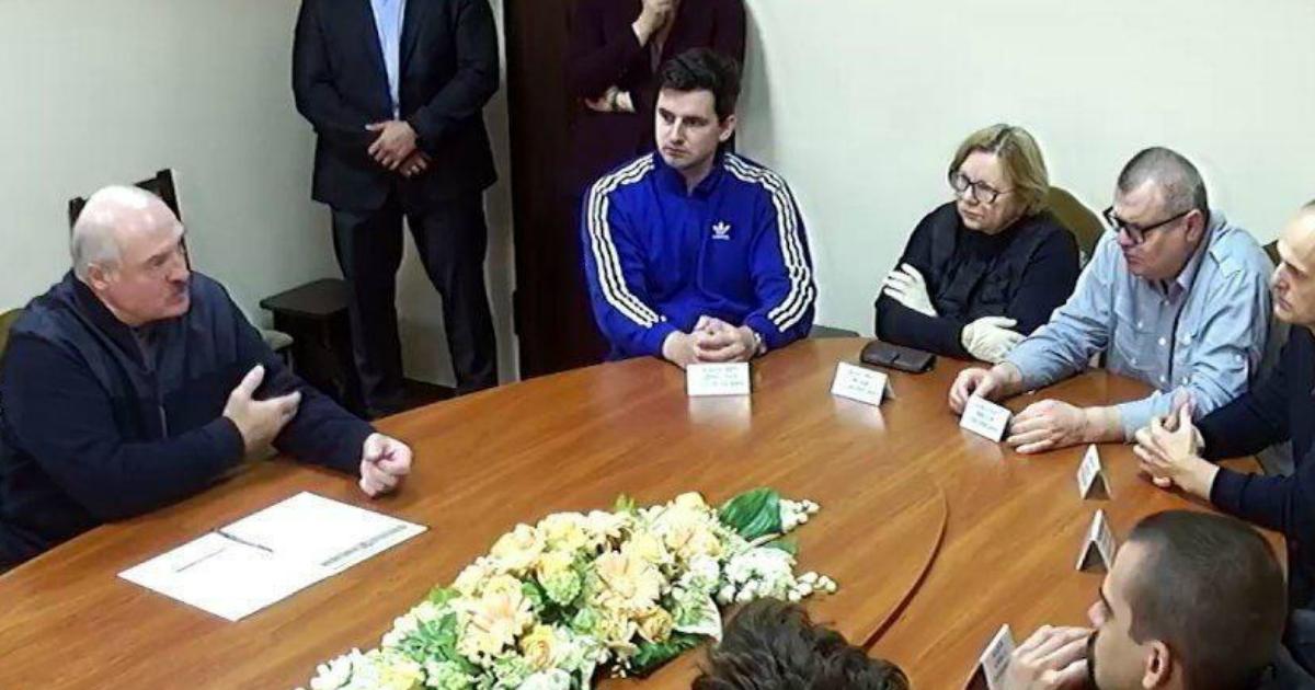 Фото Лукашенко в СИЗО встретился с Бабарико и другими политзаключенными