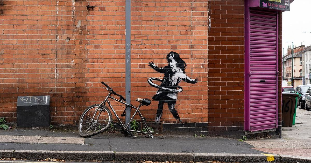 Фото В Ноттингеме появилось новое граффити Бэнкси