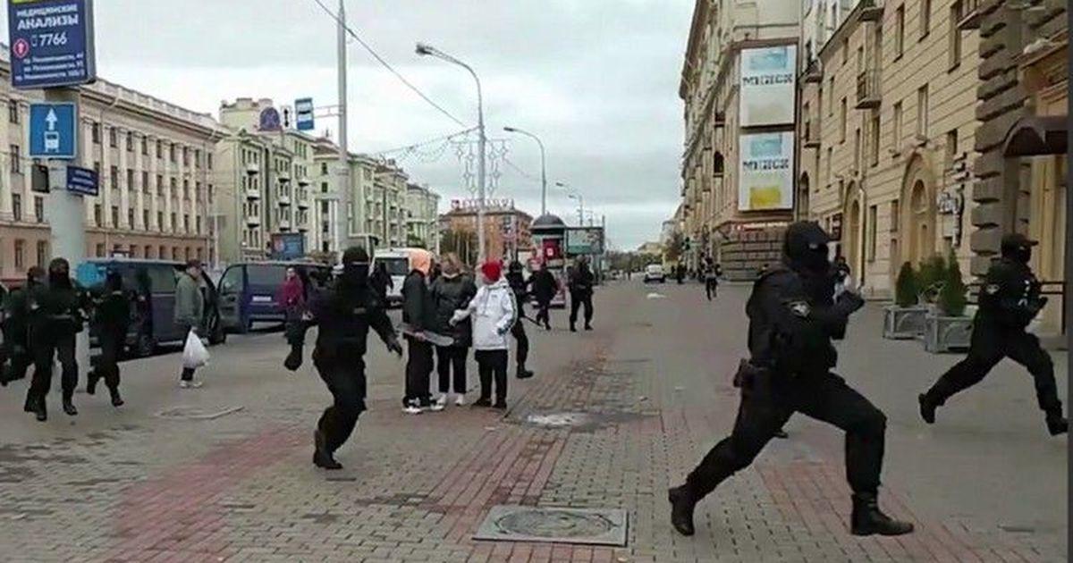 Фото МВД Белоруссии: силовики стреляли резиновыми пулями в воздух