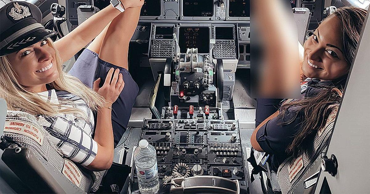 Фото Стюардессы в мини-юбках в кабине пилотов взбудоражили пользователей
