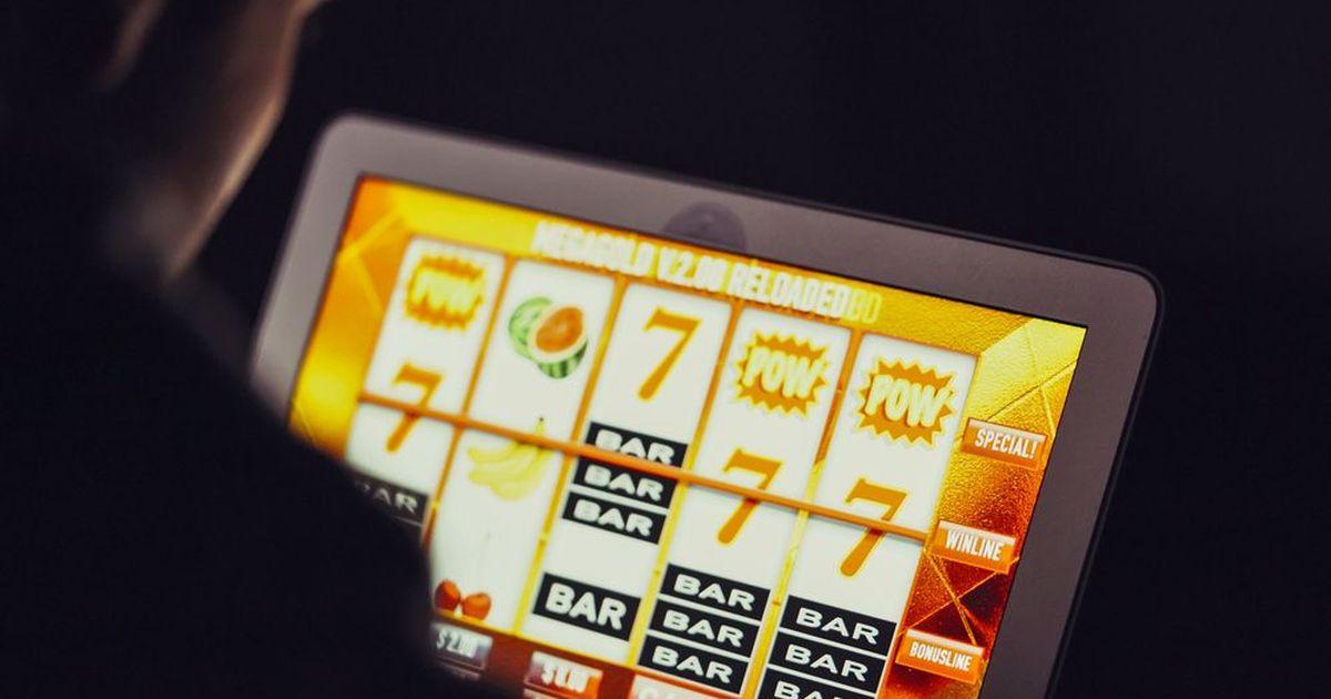 Фото Сотрудница почты на Ямале украла почти 900 тысяч рублей ради ставок в онлайн-казино