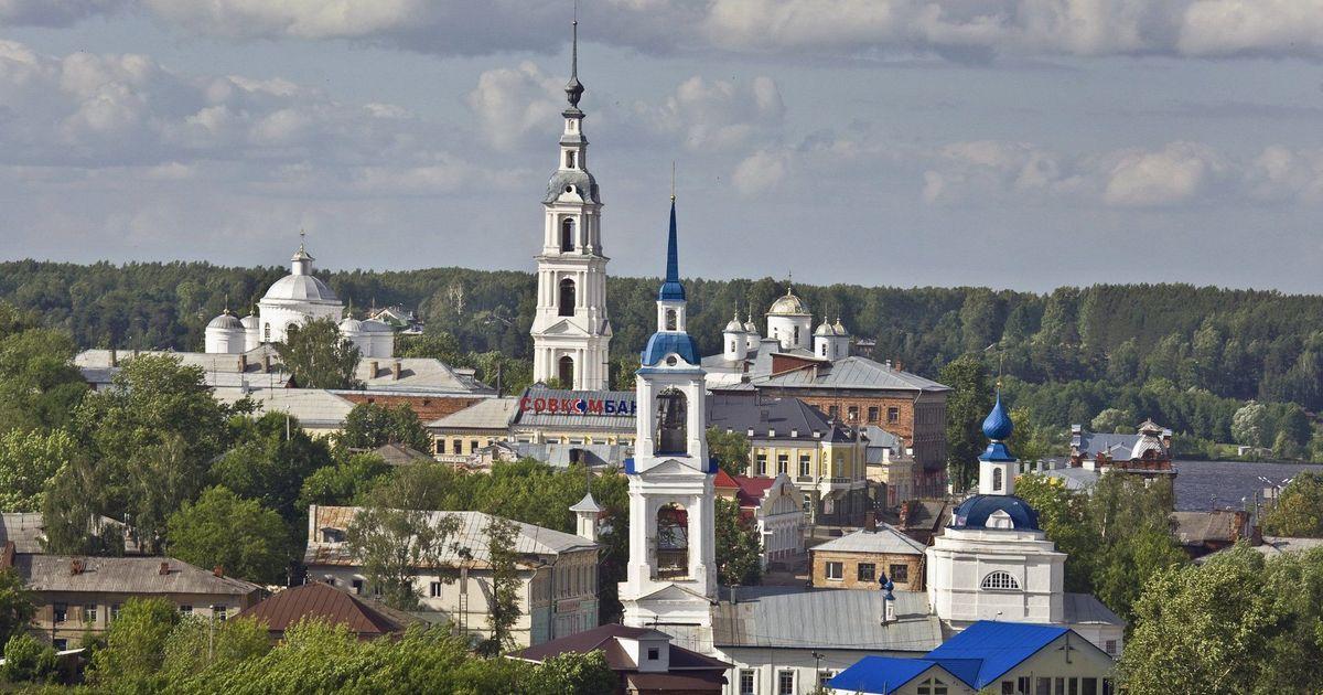 Фото В маленьком российском городке установили скамейки по цене иномарки