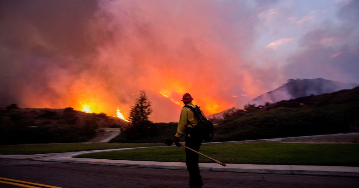 Фото В Калифорнии эвакуируют 100 тысяч человек из-за новых пожаров