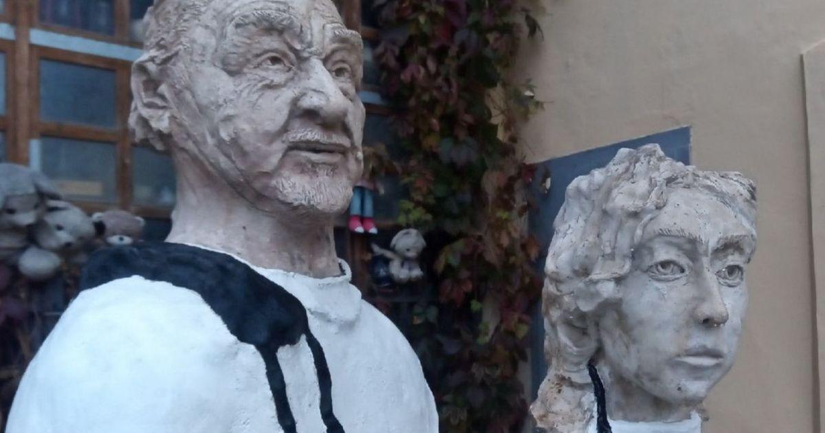 Фото Пенсионер установил в Калуге памятник врачам, пострадавшим от COVID-19