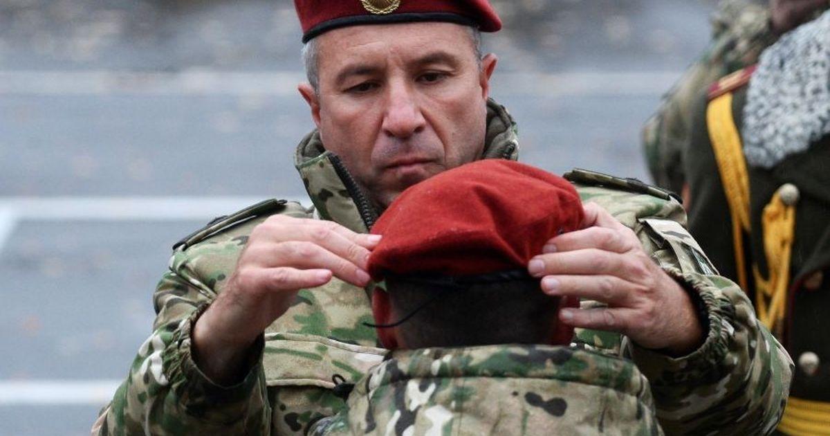 Фото Лукашенко уволил угрожавшего протестующим стрельбой главу МВД