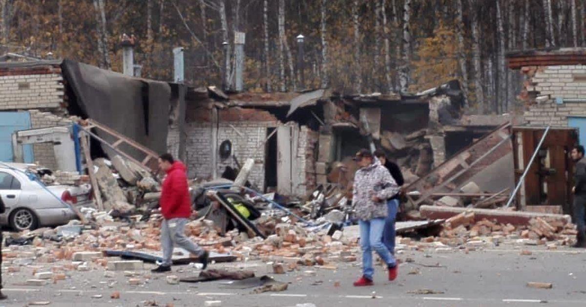 Фото После взрыва в гараже в Мытищах завалило троих человек