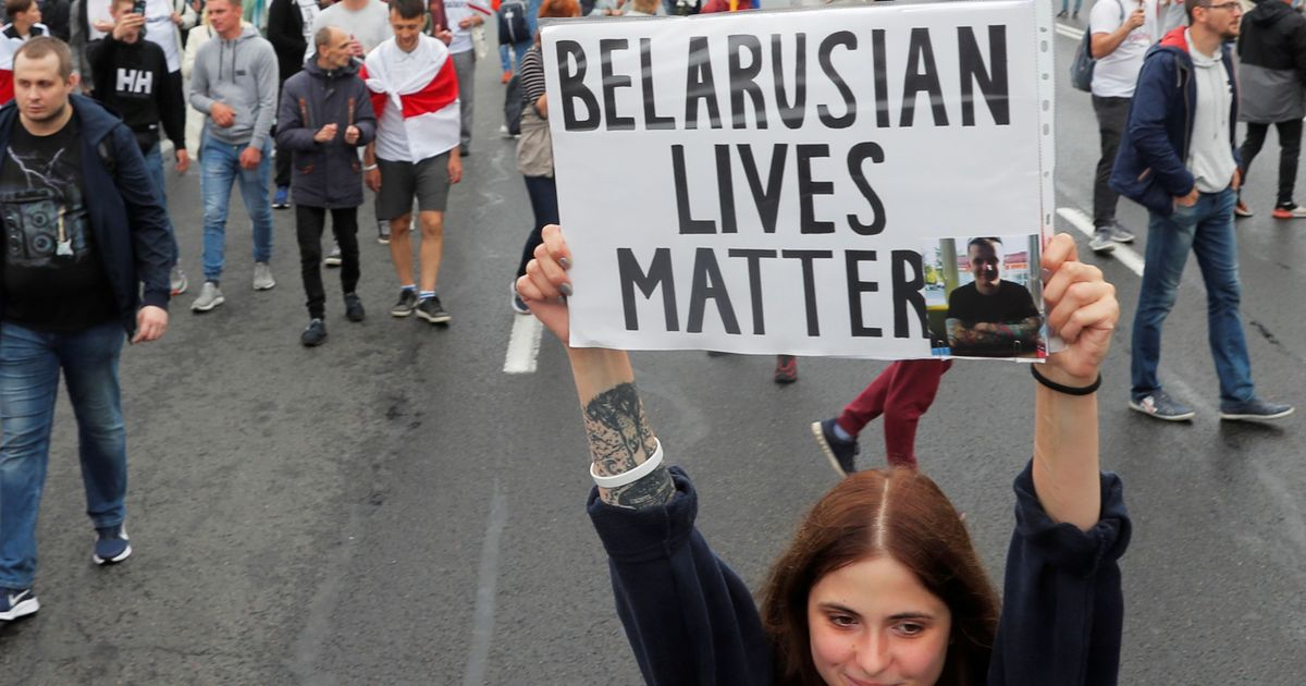 Фото В Минске перед колонной протестующих ОМОН сделал предупредительные выстрелы