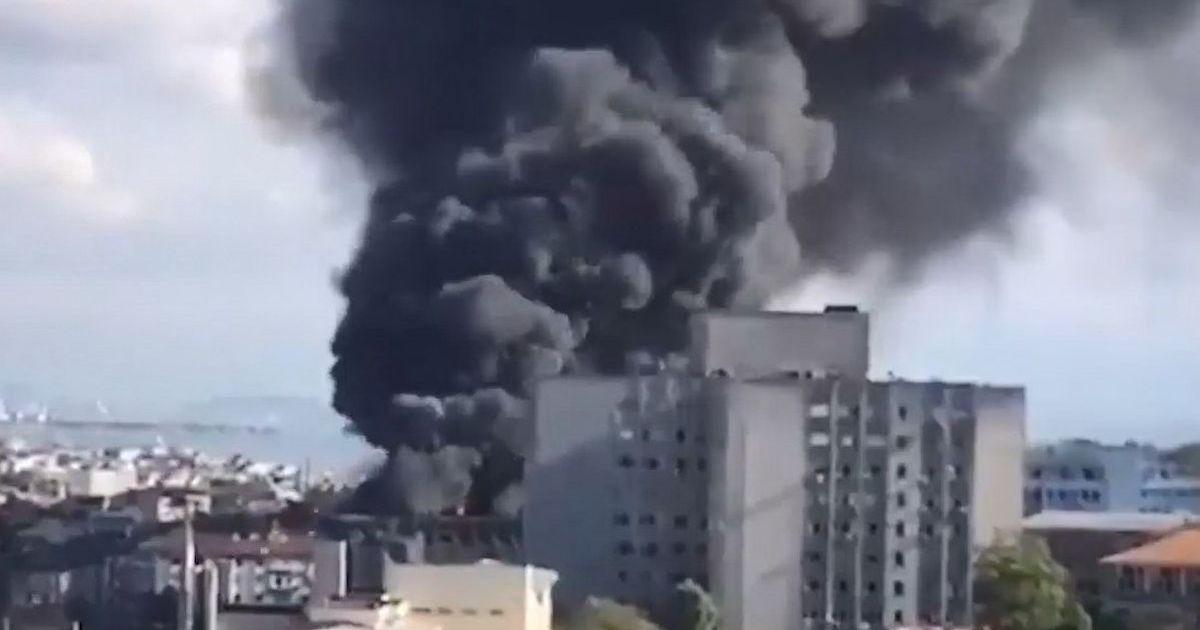 Фото В Стамбуле загорелась больница при медуниверситете