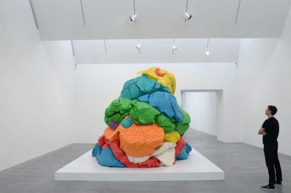 Jeff Koons' sculpture