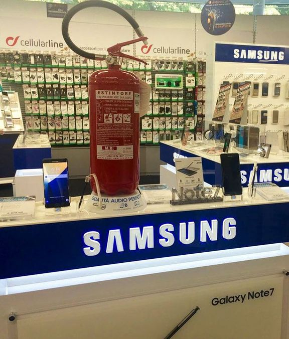samsung-galaxy-note-7-exploding-funny-reactions-35-57d9517f02f8c__700
