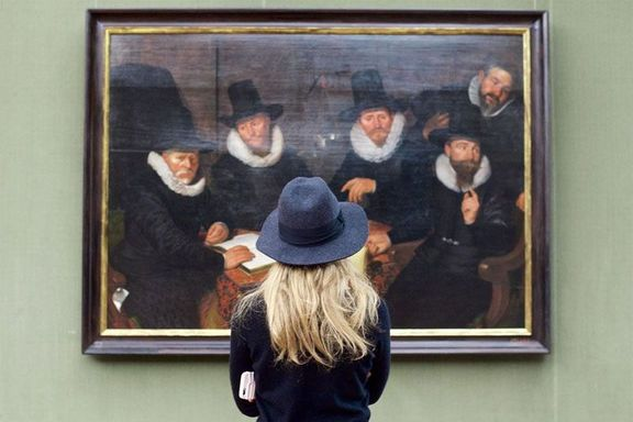 people matching painting they are looking at stefan draschan 25 25 Times People Matched the Painting They Were Looking At